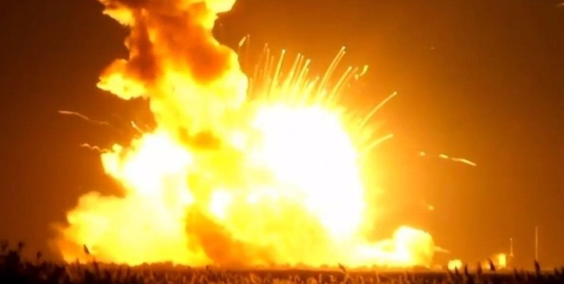 Nasa: Explosion au décollage d'une fusée Antares de la Nasa